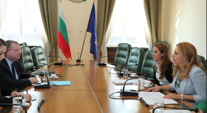 Заместник министър-председателят по икономическата и демографската политика Марияна Николова проведе
