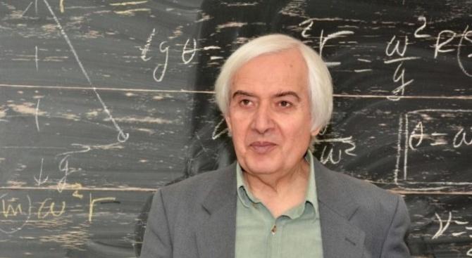 Учителят Тео - Теодосий Теодосиев, е известен български преподавател по
