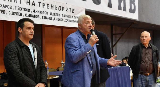 Кандидатът на ГЕРБ за кмет на Пловдив Здравко Димитров връчи