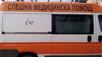 Кола и автобус се сблъскаха на пътя Разлог - Симитли, има пострадал