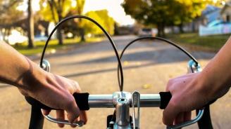 Шофьор удари с колата си велосипедист и избяга