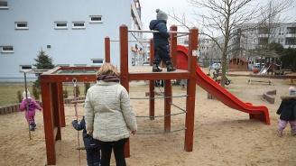 Детската градина бие тройно школото по рекет на родителите