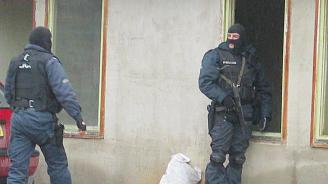 Спецоперация във Ветово, разбита е група за телефонни измами