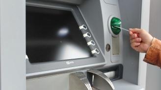 Крадци източиха дебитната карта на пенсионер