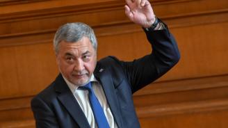 Парламентът удължи с още 3 месеца срока за регистрация на търговците на горива по предложение на Валери Симеонов