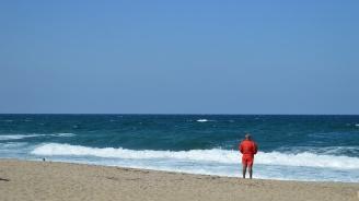 Спасена от удавяне се оплаква, че е извадена насила от морето