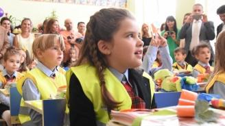 Близо 600 родители на първокласници в Разградско кандидатстват за целева помощ