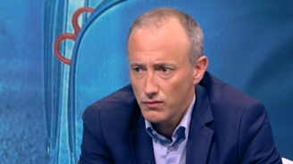 Красимир Вълчев за ударената ученичка: Това е проява за дисциплинарно уволнение!