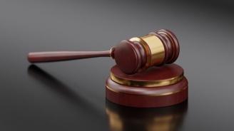 Районният съд във Варна остави в ареста мъж с 15 присъди, обвинен за кражба на автомобил