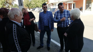 Евродепутатът Асим Адемов подкрепи кандидата на ГЕРБ за кмет на Карнобат Владимир Крумов