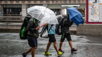 Най-малко двама души са загинали, а трима са в неизвестност в Япония заради тайфуна Хагибис