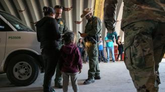 Мексико спря колона от 2000 мигранти, запътили се към САЩ