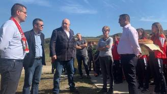 По покана на кандидата на ГЕРБ за кмет Иван Миховски министър Кралев посети Троян и заяви: Стартира изграждането на ролбана за биатлон