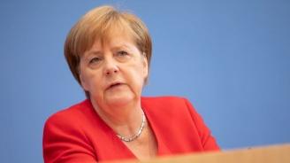 """Меркел настоя за """"незабавно прекратяване"""" на турската офанзива в Сирия"""