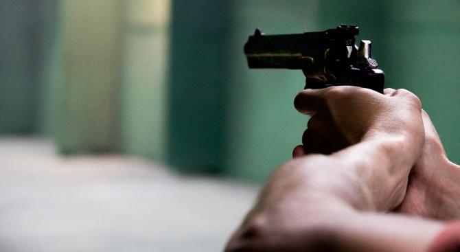 Пиян опря пистолет в главата на мъж на кръстовище в Плевен