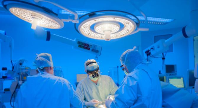 Хирурзи от Торино извършиха за пръв път в Европа трансплантация