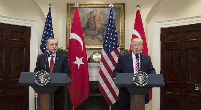 Медия: Доналд Тръмп смени тона  спрямо Турция, но провалът в Сирия  е налице