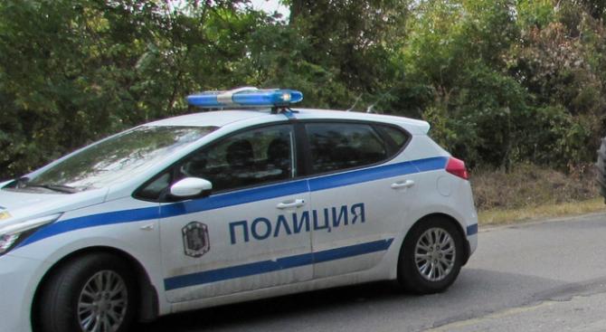 """25-годишен водач с """"Мазда"""" загубил контрол над управлението, навлязъл в"""
