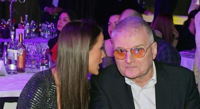 Цели 12 години плейбоят Христо Сираков спазва съпружеския обет за