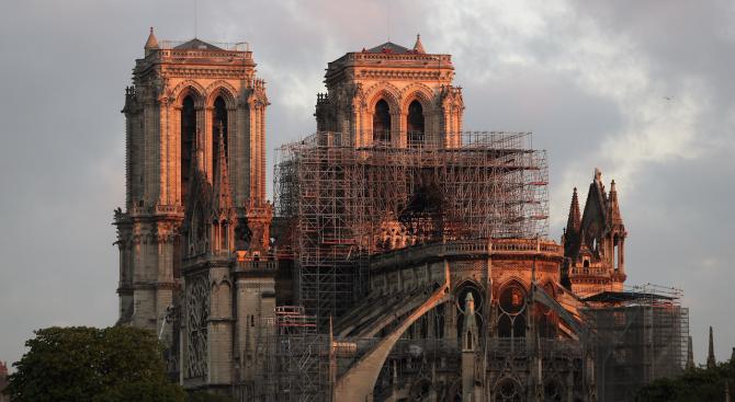 """Шест месеца след пожара, който опустоши парижката катедрала """"Нотр дам"""","""