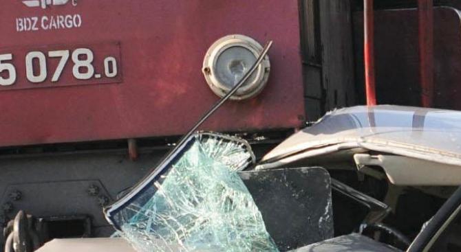 Влак удари кола на жп прелеза при квартал Кубратово, междугарие