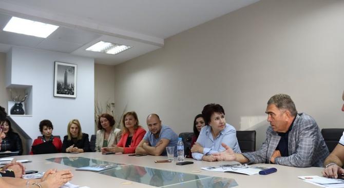 Снимка: Камарата на строителите към кандидат-кмета на Перник Вяра Церовска: Спечелихте нашето доверие