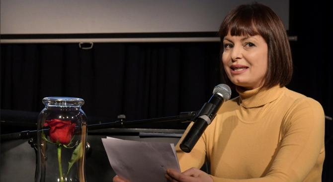Бившата ТВ водеща Мариана Векилска сама е поискала синът ѝ