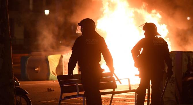 Протести на сепаратисти в Каталуния отново прераснаха в безредици снощи,