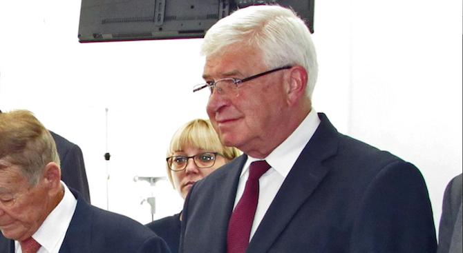 Кирил Ананиев: Увеличаваме с 10% заплатите на работещите в РЗИ-тата догодина
