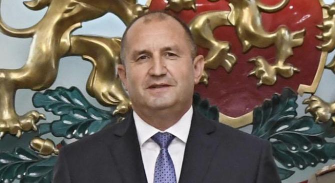 Румен Радев ще участва в отбелязването на Празника на военните парашутисти