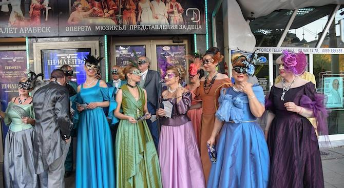 Музикалният театър покани зрителите на първата си премиера за сезона.