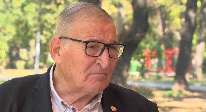 Темата за рокадите във футболния съюз коментира и легендата Димитър