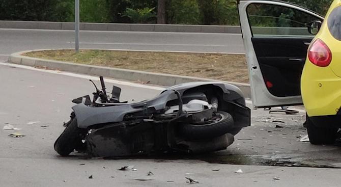 """17-годишен мотоциклетист е пострадал при пътен инцидент на улица """"Б."""