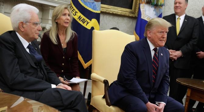 Американският президент Доналд Тръмп е пренаписал историята, коментират издания от