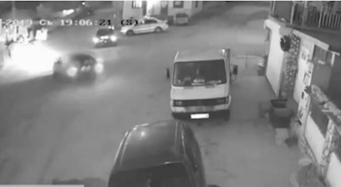 Пиян джигит катастрофира пред погледа на полицаи и си тръгна от местопроизшествието