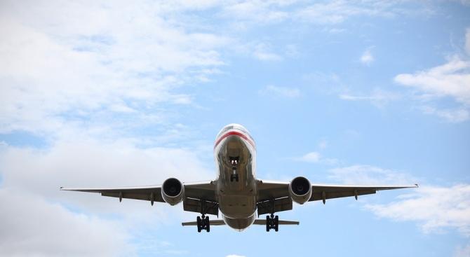 Самолет на авиокомпания Смартавиа ( Smartavia) се подготвя за извънредно
