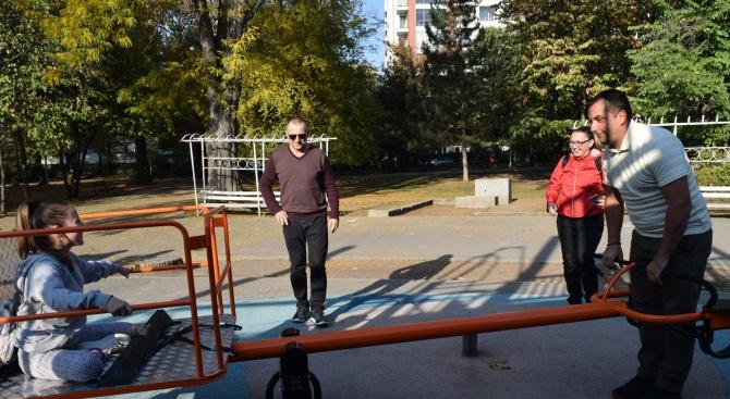 Снимка: Люлка за деца инвалиди поставиха в парк