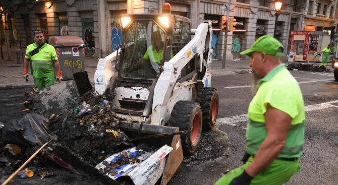 Снимка: Над 180 души са пострадали при протестите в Барселона