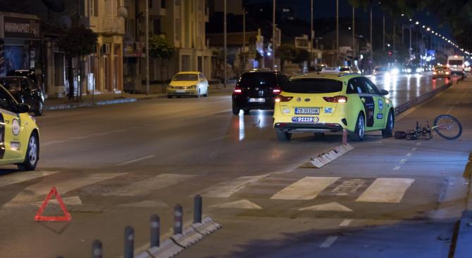 """Такси помете велосипедист на бул. """"Ломско шосе"""""""