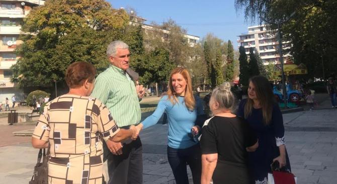 Николина Ангелкова в Ботевград: Сашко Везенков ще върне доверието на ботевградчани в местната власт