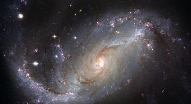 НАСА показа впечатляваща снимка на спиралната галактика NGC 4380, която