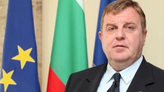 """Каракачанов ще участва в церемония по въвеждане в експлоатация на тренажор на самолет """"Пилатус"""""""