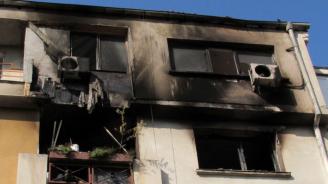 Ето какво е състоянието на мъжа, скочил от терасата си след пожар в Бургас