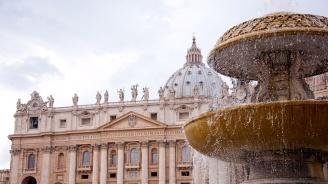 Шефът на сигурността във Ватикана подаде оставка след скандал с изтекла информация