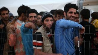 Голям пожар избухна в бежански център на гръцкия остров Самос