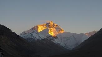 Непал и Китай ще измерят височината на връх Еверест