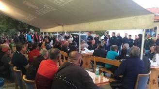 Павел Гуджеров и кандидатите за общински съветници от ГЕРБ се срещнаха с жителите на село Стряма