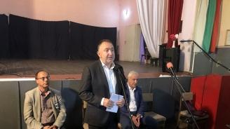 Кандидатът за кмет на Карлово д-р Емил Кабаиванов и кандидати за общински съветници се срещнаха с жителите на село Сушица
