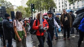 Бесни лондончани скочиха на еколог