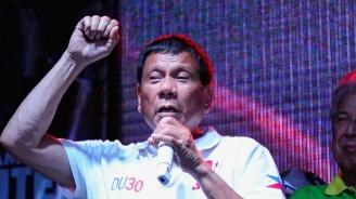 Филипинският президент е с охлузвания и одрасквания след падане от мотор